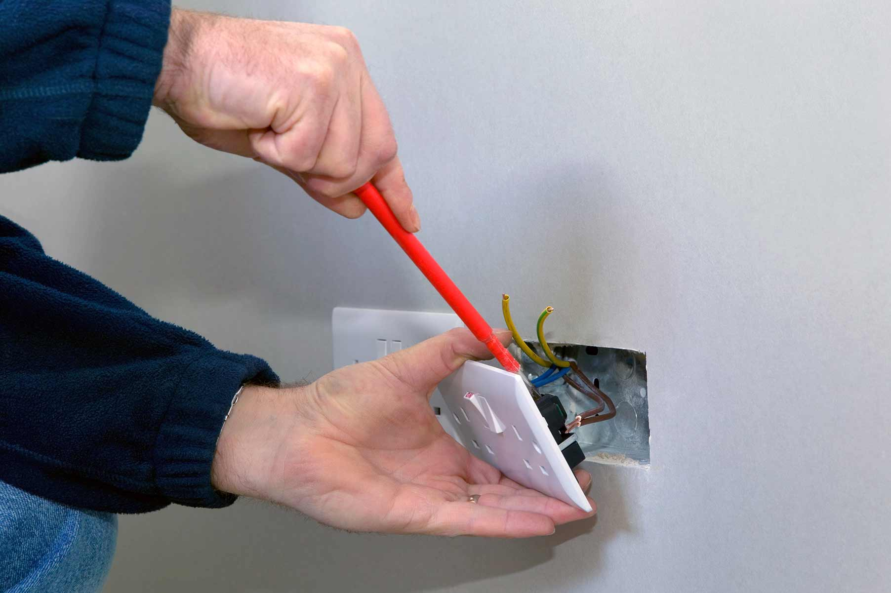 Our electricians can install plug sockets for domestic and commercial proeprties in Forest Hill and the local area.